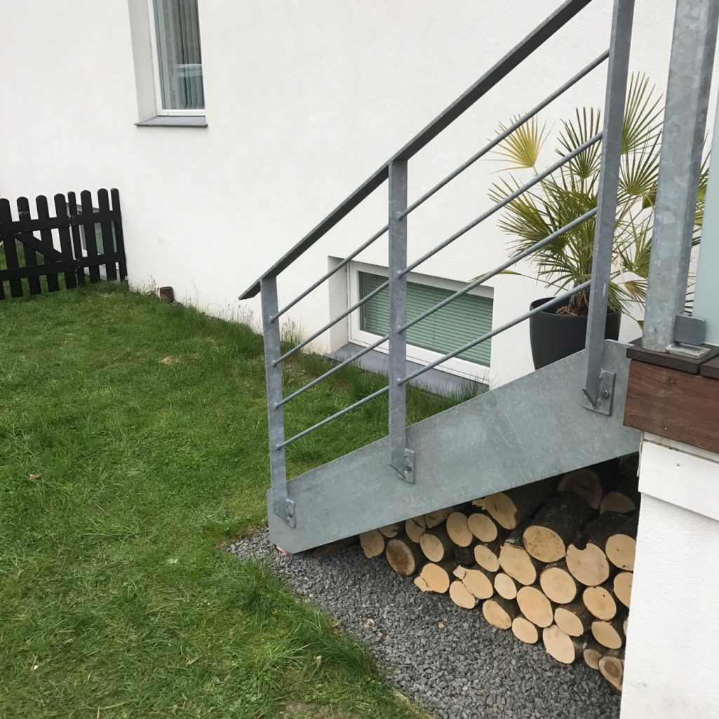 Picture of: Diy Traestubbe Under Min Terrasse Sabinas Verden
